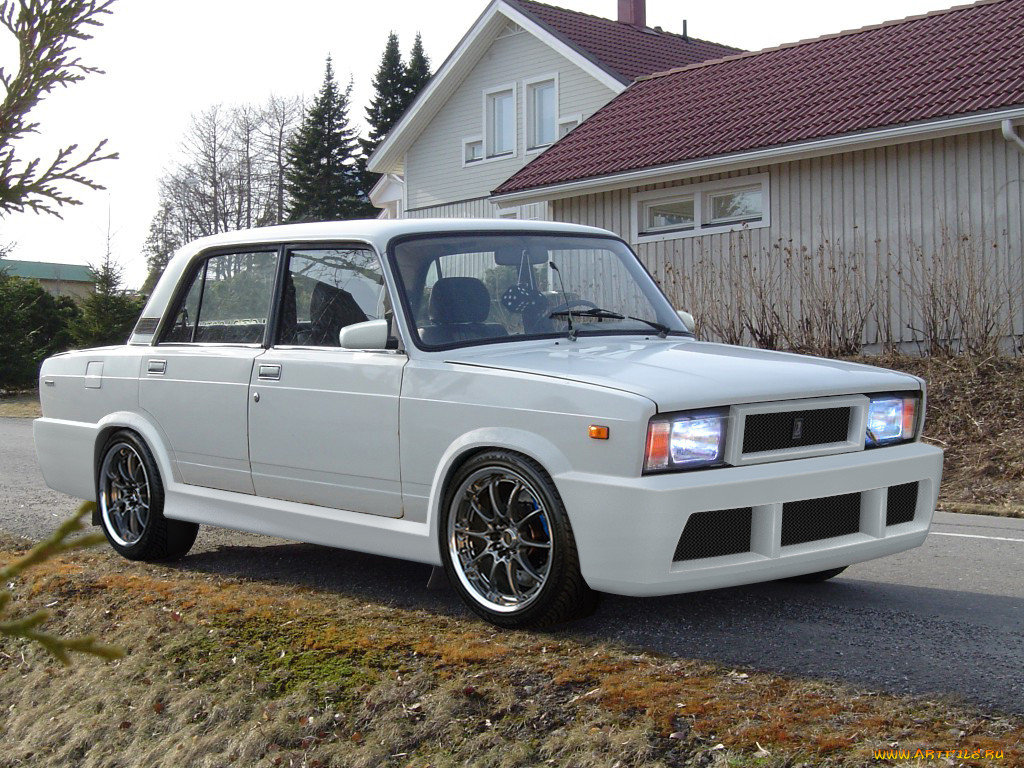 Lada 2105 Wagon: Photo #02.